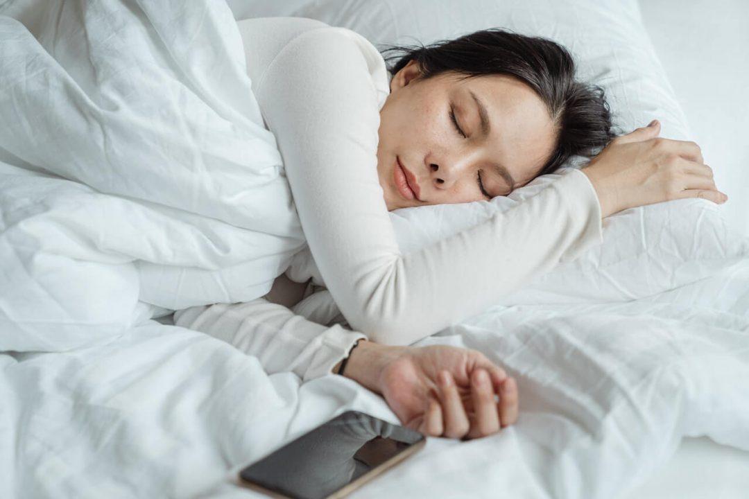 Prečo by ste mali dodržiavať bezpečnú vzdialenosť aj v posteli